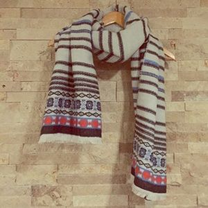GORGEOUS SOFT PATTERNED SCARF